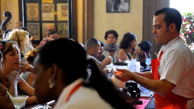 vídeos y material grabado en eventos de stock de el floridita inside views, famous bar and restaurant in havana - daiquiri