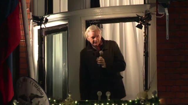 vídeos de stock, filmes e b-roll de el fundador de wikileaks julian assange cumplio el domingo cuatro anos refugiado en la embajada de ecuador en londres con manifestaciones en su apoyo... - fundador
