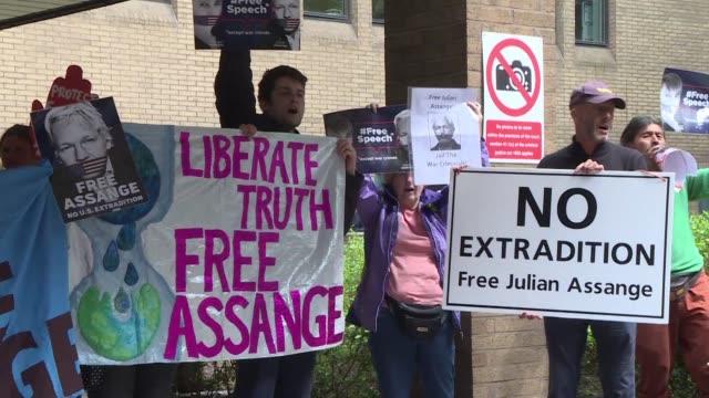vídeos y material grabado en eventos de stock de el fundador de wikileaks julian assange fue condenado el miercoles a casi un ano de carcel en reino unido por haber violado su libertad condicional... - libertad condicional