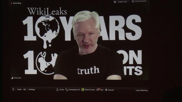 vídeos de stock, filmes e b-roll de el fundador de wikileaks julian assange prometio el martes la publicacion de nuevo material significativo sobre las elecciones estadounidenses antes... - fundador