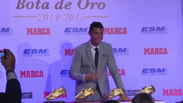 el futbolista portugues delantero del real madrid obtuvo su cuarta bota de oro como mejor goleador de las ligas europeas durante la temporada pasada - bota stock videos and b-roll footage