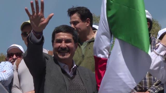 El gobernador del estado mexicano de Chihuahua el opositor Javier Corral cerro el domingo una prolongada protesta en la que denunciaba represalias...