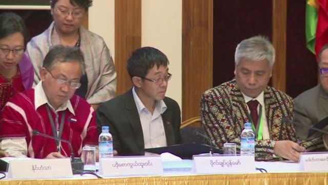 el gobierno birmano y varios grupos armados etnicos concluyeron el martes un proyecto de acuerdo de paz tras decadas de guerra civil en el pais - guerra civil stock videos and b-roll footage