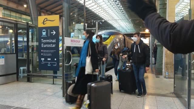el gobierno británico anunció el domingo que mantendrá una reunión de crisis el lunes, después de que una serie de países suspendieran las conexiones... - transporte stock videos & royalty-free footage