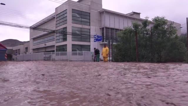 el gobierno chileno decreto este miercoles el estado de excepcion constitucional por catastrofe en la region de atacama y la comuna de antofagasta en... - antofagasta region stock videos and b-roll footage