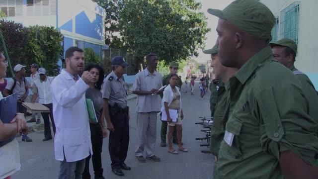 el gobierno cubano sumo a 9000 efectivos del ejercito a la campana nacional para evitar la entrada y la propagacion del virus zika en la isla - entrada stock videos and b-roll footage