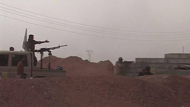 el gobierno de barack obama se plantea el envio de 500 efectivos para entrenar iraquies ante las victorias del grupo ei a pesar de que su estrategia... - entrenar stock videos and b-roll footage