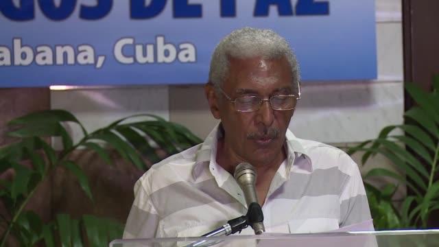 vídeos y material grabado en eventos de stock de el gobierno de colombia y la guerrilla comunista de las farc retomaron este jueves las negociaciones de paz en la habana con el anhelo de avanzar... - jueves