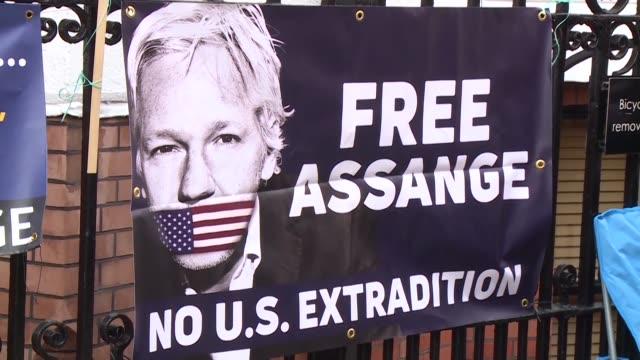 vídeos de stock, filmes e b-roll de el gobierno de ecuador califico el viernes de insultantes los rumores publicados por wikileaks de que su fundador julian assangee sera expulsado en... - fundador