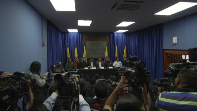 el gobierno de ecuador confirmo el martes el secuestro de dos periodistas y un chofer del diario el comercio en la frontera con colombia en donde... - diario stock videos and b-roll footage