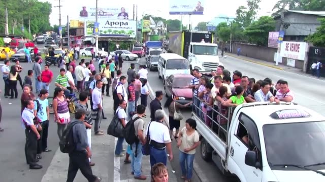 el gobierno de el salvador respondio con diversas medidas de contingencia al boicot de las pandillas al transporte publico - transporte bildbanksvideor och videomaterial från bakom kulisserna