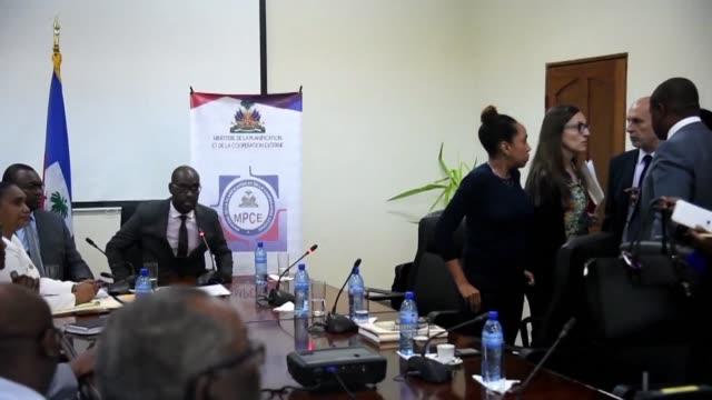 El gobierno de Haiti decreto el jueves la suspension por dos meses de las actividades de la ONG britanica Oxfam tras la revelacion de abusos...