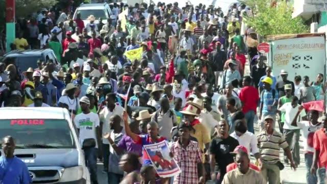 el gobierno de haiti trata de poner fin a la prolongada crisis politica que enfrenta el pais con el anuncio este lunes de un nuevo gabinete de unidad - hispaniola stock videos & royalty-free footage