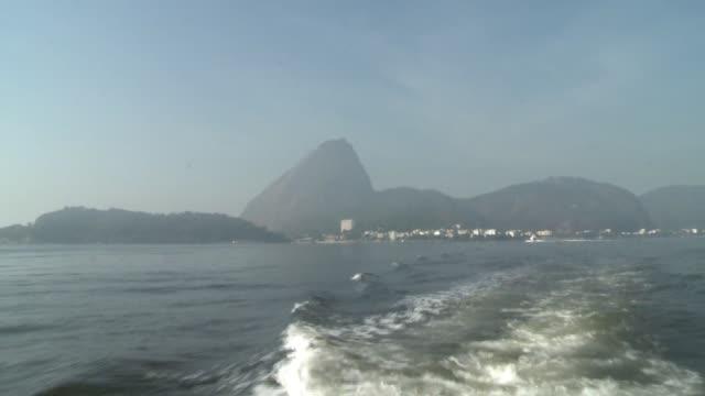 El gobierno de Rio de Janeiro garantizo este jueves que la historica bahia de Guanabara donde se haran las competencias de vela estara limpia para...