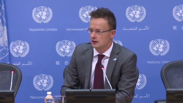 el gobierno hungaro anuncio en naciones unidas que pedira un sistema global de cuotas de refugiados para quitarle presion a europa - naciones unidas stock videos & royalty-free footage