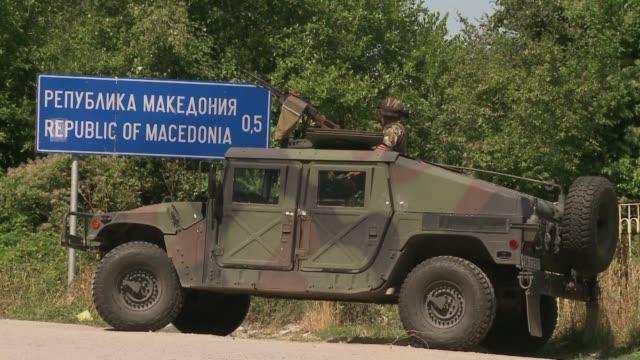 vídeos de stock, filmes e b-roll de el gobierno hungaro quiere desplegar al ejercito para contener a los migrantes procedentes de serbia y bulgaria envio blindados a los cuatro puestos... - cultura do leste europeu