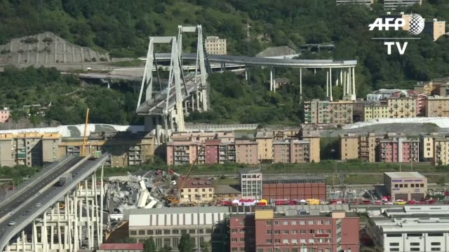 el gobierno italiano decreto estado de emergencia de 12 meses en genova tras el derrumbe de un puente que causo la muerte de casi 40 personas y dejo... - puente stock videos & royalty-free footage