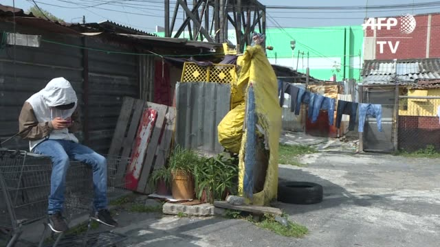 vídeos de stock e filmes b-roll de el gobierno mexicano creo 260 albergues temporales para las familias de ciudad de mexico que perdieron sus hogares en el terremoto de 1985 - américa latina