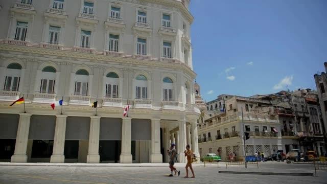 vídeos y material grabado en eventos de stock de el gran hotel manzana es el primer hotel cubano con categoría cinco estrellas plus con habitaciones que cuestan entre 440 y 2500 dólares por persona - plus key