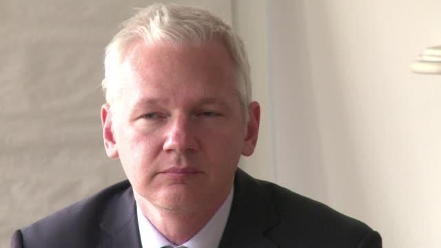 vídeos de stock, filmes e b-roll de el grupo de trabajo de la onu sobre la detencion arbitraria considero ilegal la detencion del fundador de wikileaks julian assange quien vive... - fundador