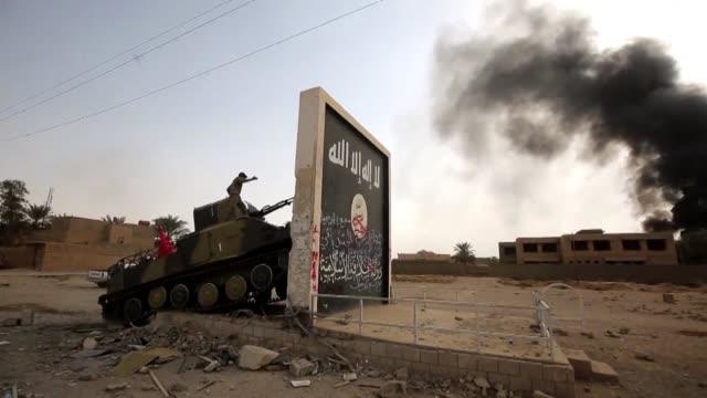 el grupo yihadista estado islamico perdio todas las grandes ciudades bajo su control en irak y siria tras la recuperacion por el ejercito sirio de al... - irak stock videos and b-roll footage