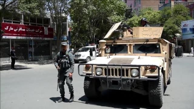 vídeos de stock, filmes e b-roll de el grupo yihadista estado islamico reivindico un atentado contra la embajada de irak en la capital afgana - irak