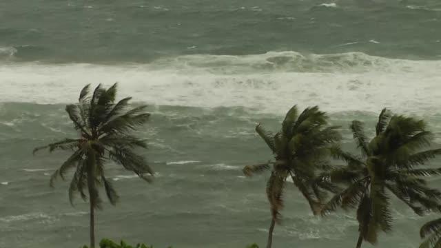 el huracan maria de categoria 3 se dirige el lunes hacia las antillas menores donde las actividades han sido suspendidas y se ha pedido a los... - french overseas territory stock videos & royalty-free footage