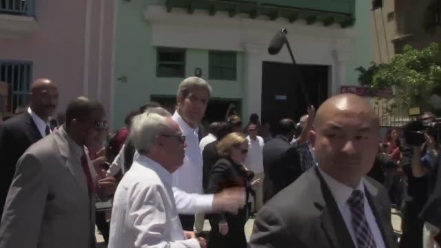vídeos y material grabado en eventos de stock de el jefe de la diplomacia estadounidense john kerry cerro este viernes un dia historico en la habana los cubanos opinan al respecto - diplomacia