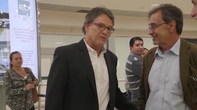 El jefe del equipo negociador del gobierno colombiano en los dialogos de paz con la guerrilla del ELN Gustavo Bell llego el lunes a Quito en donde el...