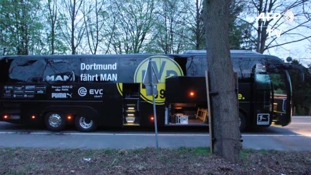 El jugador espanol del Borussia Dortmund Marc Bartra resulto herido en las explosiones que alcanzaron el martes al autobus de los jugadores de su...