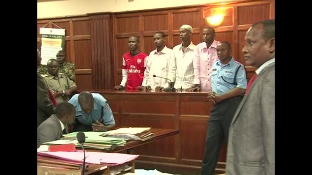 el juicio de cuatro hombres acusados de haber apoyado al comando que perpetro la matanza contra el centro comercial westgate de nairobi a finales de... - hombres stock videos & royalty-free footage