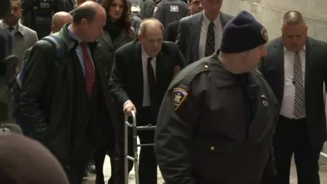 el juicio del exproductor de hollywood harvey weinstein por delitos sexuales comenzo el lunes en nueva york dos anos despues del escandalo que dio... - hombres stock videos & royalty-free footage