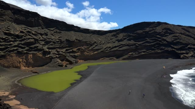 el lago verde near el golfo, lanzarote, canary islands, spain, atlantic, europe - atlantic islands stock videos & royalty-free footage