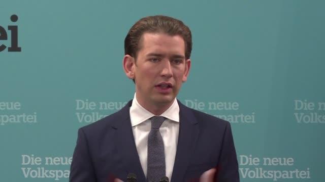 el líder conservador austriaco sebastian kurz propuso el martes negociaciones con la extrema derecha para formar gobierno - österrikisk kultur bildbanksvideor och videomaterial från bakom kulisserna