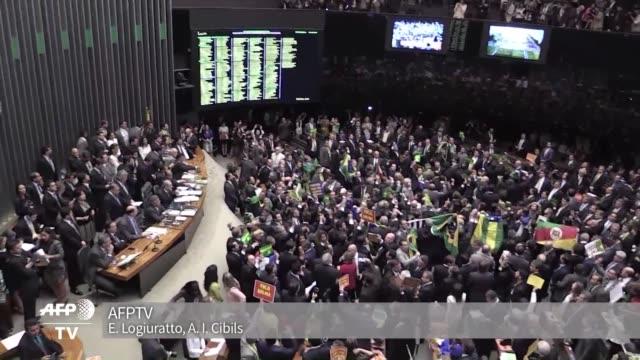 vídeos y material grabado en eventos de stock de el lider de la bancada oficialista en la camara de diputados de brasil jose guimaraes admitio la victoria de los partidarios del impeachment de la... - domingo