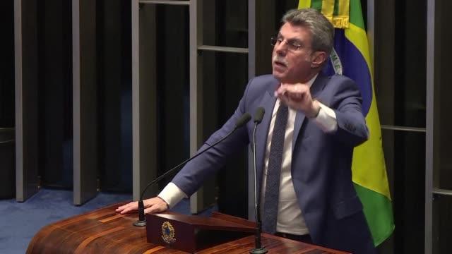 El lider del partido gobernante en Brasil Romero Juca insistio el lunes en que las reformas deben continuar pese al escándalo por corrupción que pone...