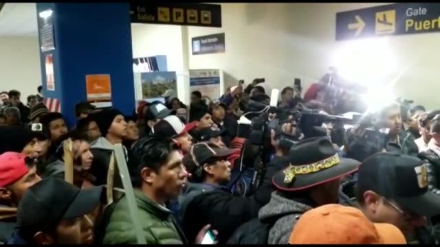 el lider opositor boliviano luis fernando camacho quien prometio forzar al presidente evo morales a firmar una carta de renuncia que el le redacto... - evo morales stock videos & royalty-free footage