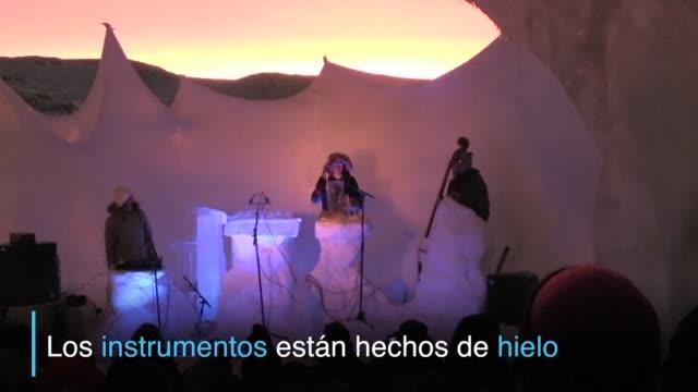 el llamativo ice music festival se lleva a cabo en un iglu a temperaturas de -24º celsius con instrumentos hechos de hielo - hielo stock videos & royalty-free footage