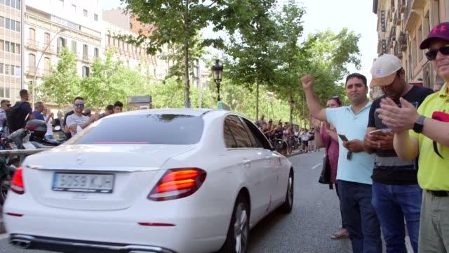 el lunes espana enfrentaba una huelga de taxistas que pedian la limitacion de las licencias de uber y cabify a una por cada 30 de taxi como lo habia... - aprobado stock videos & royalty-free footage