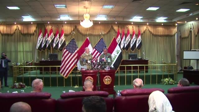 vídeos de stock, filmes e b-roll de el maximo jefe militar de estados unidos visito este lunes bagdad en plena ofensiva iraqui contra el grupo estado islamico y aseguro que la coalicion... - irak