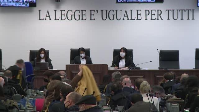 el mayor juicio a la mafia en italia en más de 30 años comenzó el miércoles en la sureña región de calabria, con el objetivo de asestar un duro golpe... - tentacle stock videos & royalty-free footage