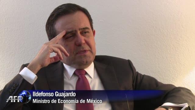 vídeos y material grabado en eventos de stock de el ministro de economia de mexico ildefonso guajardo aseguro este jueves que su pais esta listo para ayudar a los que dependen del petroleo... - jueves