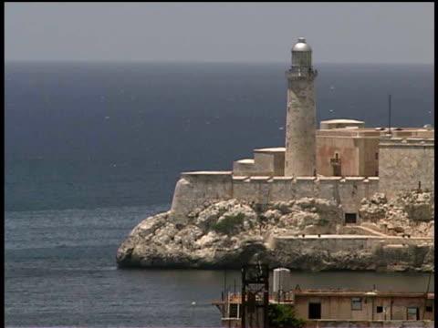 stockvideo's en b-roll-footage met ms, el morro castle and sea, havana, cuba  - plate met stilstaande achtergrond