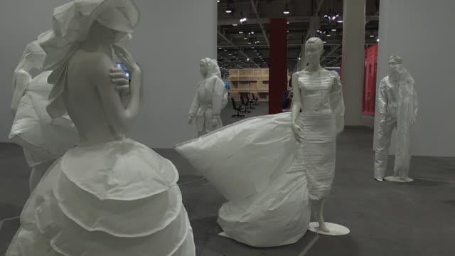 CHE: Mujeres artistas llevan el #MeToo a la Feria de Basilea
