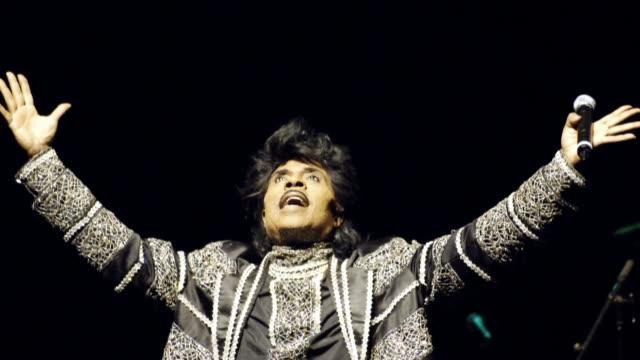 el músico estadounidense little richard uno de los pioneros del rock and roll conocido por canciones como tutti frutti o long tall sally y por su... - música rock stock videos & royalty-free footage