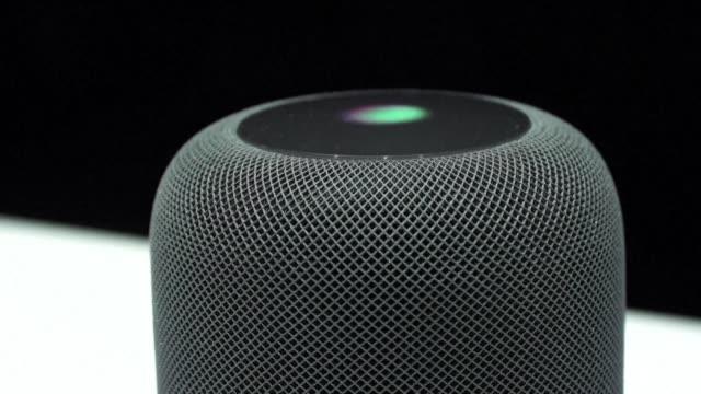 El nuevo altavoz inteligente HomePod de Apple fue el dispositivo mas destacado entre los anuncios de la compania el lunes durante la conferencia...