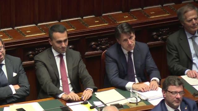 el nuevo jefe de gobierno populista italiano giuseppe conte asumio oficialmente sus funciones el miércoles luego del ultimo voto de confianza del... - populism stock videos & royalty-free footage