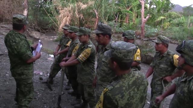 el numero de muertos por el deslave de un cerro la madrugada del jueves en una comunidad rural del estado mexicano de puebla aumento a siete... - numero 7 video stock e b–roll
