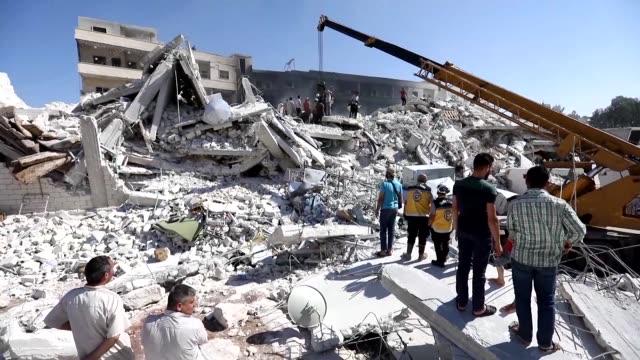 el numero de muertos por la explosion del domingo en un deposito de armas en la provincia siria de idlib aumento a 69 segun un nuevo balance... - numero stock videos & royalty-free footage