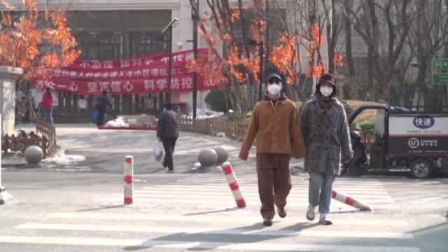 el numero de nuevos casos de contagio de coronavirus en china anunciado el jueves es bastante inferior al de dias anteriores mientras el saldo de la... - numero stock videos & royalty-free footage
